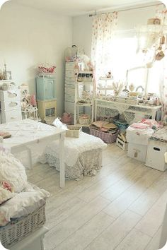 * Schlaflos in NRW *  Pretty room with rose curtains