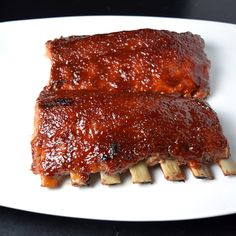 My favorite indoor rib recipe is a simple two step process: First bake the ribs in the oven till tender, then broil the sauce till it caramelizes. Rib Recipes, Cooking Recipes, Cooking Pork, Smoker Recipes, Mexican Recipes, Cooking Tips, Recipies, Ribs Recipe Oven, Ribs In Oven Temp