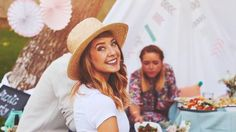 """And Poppy's just in the back like, """"GIMME THAT FOOD YO!"""" Zoe Sugg, Love Me More, Zoella, Dan And Phil, Youtubers, Style Inspiration, Couple Photos, People, Picnic"""