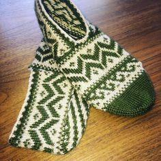 Günaydıınnn💖 Source by Knitting Socks, Knitting Patterns, Slippers, Textiles, Crochet, Instagram, Models, Jewelry, Knit Socks