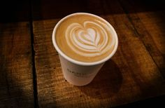 Así se hacen las figuras en la espuma del café, paso a paso