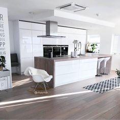 "149 Me gusta, 1 comentarios - @noreyma_in en Instagram: ""♠ @villapynten . . . . #blackandwhite #kitchen #desing #decoration #cocinas #decor #decoracion…"""