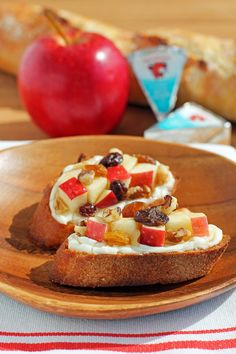 This Cheesy Apple Walnut Bruschetta is the perfect snack for Fall! Crusty baguette slices, creamy cheddar cheese, apples, raisins, walnuts and honey - tastes like Autumn! 149 calories or 5 Weight Watchers SmartPoints for two pieces! www.emilybites.com