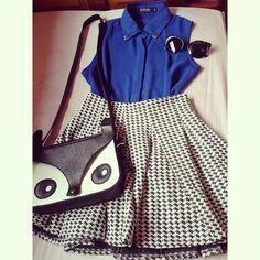 Saia rodada, camisa sem mangas azul de chiffon, bolsa de coruja e óculos comprado na bleudame.com #romwe #sheinside #saiarodada #look #lookdodia #sammydress #sunglasses #bleudame #bags #bolsas #oculos