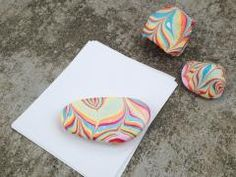 These pretty rainbow rocks are perfect for brightening up your desk! With just some nail polish and water, you can transform an ordinary rock into your own marbled paperweight.