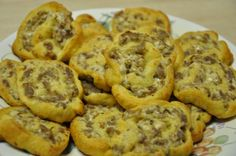 Cream Cheese Sausage Pinwheels 1 Roll Breakfast Sausage 1 Tube Pillsbury Crescent Rolls 1 Pkg Softened Cream Cheese --- Great for a brunch! Sausage Breakfast, Breakfast Dishes, Breakfast Recipes, Breakfast Casserole, Breakfast Ideas, Breakfast Crowd, Breakfast Cookies, Appetizer Recipes, Snack Recipes