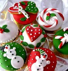 #Christmas cupcakes red green white  ToniKami ℬe Meℜℜy Beautiful!