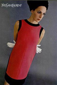 Yves Saint Laurent F/W 1965 Haute Couture dress. 60s Fashion Trends, Mod Fashion, 1960s Fashion, Timeless Fashion, Vintage Fashion, Yves Saint Laurent, Saint Laurent Dress, Mondrian Dress, Vintage Glam