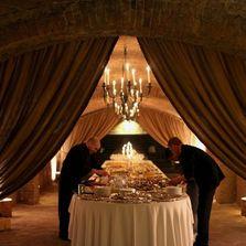 Matrimonio nelle Langhe | Wedding in the Langa | Le cantine Contratto (Canelli) | Allestimento buffet di pesce www.kairoseventi.it | @kairoswedding