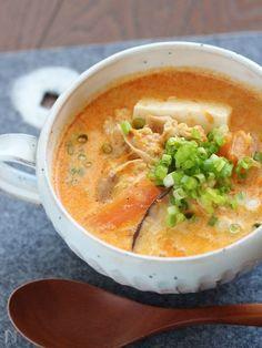 たっぷりの野菜と豆腐を入れたピリ辛スープです。 豆乳で辛みがまろやかになり、身体もぽかぽか温まります。