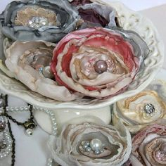 cute and easy to make Shabby Chic Crafts, Happy Heart, Hair Bows, Headbands, Icing, Projects To Try, Corsages, Crafty, Brooches