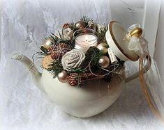 Gesteck weihnachten - New Ideas Etsy Christmas, Rustic Christmas, Christmas Wreaths, Christmas Crafts, Xmas, Christmas Ornaments, Christmas Arrangements, Christmas Centerpieces, Christmas Decorations