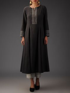 Embroidered Anarkali Kurta Love the detail but keep it simple Kurta Designs Women, Salwar Designs, Blouse Designs, Pakistani Dresses, Indian Dresses, Indian Outfits, Kurta Patterns, Dress Patterns, Ethnic Fashion