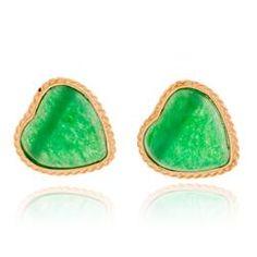 Encantador par de brincos de ouro amarelo com jade verde.