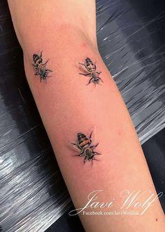 Tattoo artist from Mexico City. Bff Tattoos, Future Tattoos, Love Tattoos, Body Art Tattoos, I Tattoo, Tattoos For Guys, Tatoos, Bumble Bee Tattoo, Honey Bee Tattoo