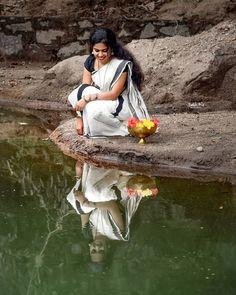"YSAKH KRISHNA || INDIA 🇮🇳 on Instagram: ""പുഴയോരത്തോടിയെത്തി അലതല്ലാതെന്നെ കണ്ടു!! വരുവാനായി കാത്തിരുന്നു എന്നരികില് നിന്നെ കാണാന്.. ♥️♥️♥️ .In Frame:@a_aamie . . . . with : @luttapi._ .…"" Dance Photography Poses, Kerala Wedding Photography, Dreamy Photography, Girl Photo Shoots, Girl Photo Poses, Indian Photoshoot, Best Photo Poses, Cute Girl Poses, Beautiful Morning"