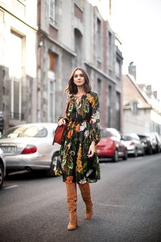 retro-floral-dress-with-suede-boots - wish the dress was in a solid colour Modest Fashion, Boho Fashion, Fashion Outfits, Womens Fashion, Fashion Trends, Fashion Ideas, Fall Winter Outfits, Autumn Winter Fashion, Spring Outfits