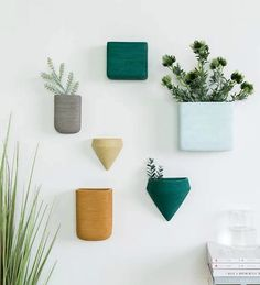 20 stylish hanging planters for small space dwellers - Wall decor planters #plants #greenery #space-saving #smallspace #flowerpots