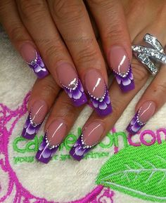 Here is a tutorial for an interesting Christmas nail art Silver glitter on a white background – a very elegant idea to welcome Christmas with style Decoration in a light garland for your Christmas nails Materials and tools needed: base… Continue Reading → Fancy Nails, Cute Nails, Pretty Nails, My Nails, Nail Art Violet, Purple Nail Art, Nail Art Designs, Purple Nail Designs, Beautiful Nail Designs