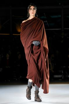 Yohji Yamamoto Ready To Wear Fall Winter 2015 Paris - NOWFASHION