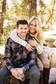 Fall Engagement Photo Shoot and Poses Ideas 19