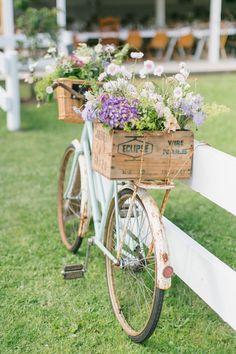 Bike Planter, Bicycle Wedding, Bicycle Decor, Bicycle Design, Old Bikes, Modern Barn, Vintage Bicycles, Chic Wedding, Wedding Ideas