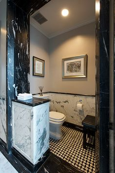 His Bathroom with mosaic pattern floor in Mumbai - Architecture BRIO, Mumbai / India