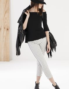 Off-the-shoulder top Stradivarius Fashion Lookbook, Striped Pants, Off The Shoulder, Harem Pants, Capri Pants, Casual Outfits, Bell Sleeve Top, Tees, Womens Fashion