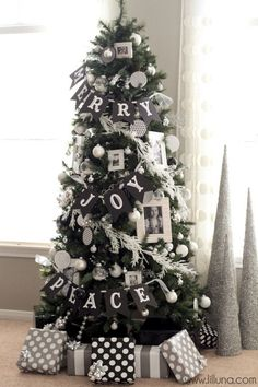 Love the black & white color scheme and the balance between garland and ornaments