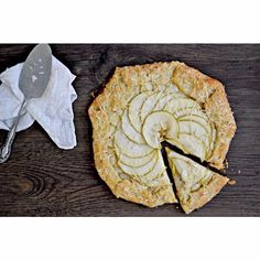 @cabotcheese This Apple Cheddar Galette with Greek Yogurt Crust from @bakeaholic_mama is the perfect balance of sweet and savory and a great way to use up some of those apples from your apple picking adventure! Recipe link in profile ~Regan Jones, RD #cabotyogurt #cabotcheese #galette #dessert #applesandcheddar