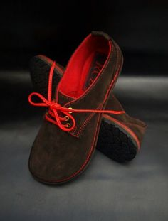 Expresso brown shoes with red suede lining — Ruth Emily Davey Buy Shoes, Me Too Shoes, Suede Shoes, Shoe Boots, Sneaker Outfits Women, Shoe Crafts, Handmade Leather Shoes, Barefoot Shoes, Shoe Gallery