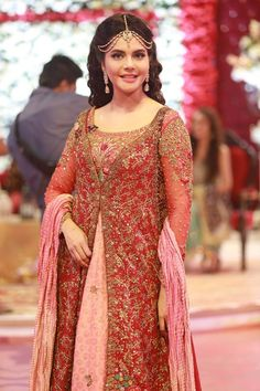 Shadi ki Bahar is being celebrated in Good Morning Pakistan. See pictures from Ahmed Hassan and Nousheen Ibrahim's Grand Wedding in Good Morning Pakistan. Couture Dresses, Bridal Dresses, Fashion Dresses, Pakistani Girl, Wedding Wear, Party Wear, Fashion News, Photo Shoot, Beautiful Dresses
