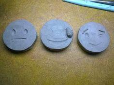 em breve chaveiros emoticons