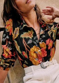 Pierro Shirt - Retro Flowers - Organic Cotton - Sézane Transport Routier, Retro Flowers, Purple Flowers, Body Top, Union Made, Coton Biologique, Fall Looks, Parisian Style, Blue Suede