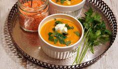 Zupa z czerwoną soczewicą : Zupa z soczewicy składniki: 1 marchewka 1 mały kawałek selera 1 mała pietruszka 1 pieczona papryka 2 ząbki czosnku 1 cebula 1 puszka pomidorów 3 łyżki kon. Przepis na Zupa z czerwoną soczewicą