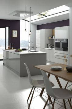 View our Handleless Kitchen in Pebble, also available in 6 standard and 30 special colours. Stop dreaming, and start designing your new Wren kitchen. Kitchen Sale, Home Decor Kitchen, Kitchen Ideas, Open Plan Kitchen Living Room, Kitchen Dining, Kitchen Board, Dining Room, Wren Kitchen, White Gloss Kitchen