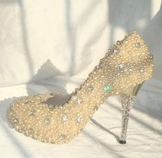 Make to order hand sewing pearl shoes light gold op Etsy, 186,17€