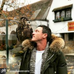 thank you for a fun morning at I met some hungry hippos and the 10 day old baby Asian elephant.it'll be announced today. Luke Evans, Crazy Celebrities, Celebs, Baby Eyes, Asian Elephant, Aidan Turner, Young Family, Male Poses, Big Bird