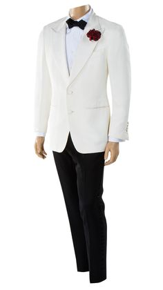 "Daniel Craig ""James Bond"" signature hero Tom Ford dinner suit tuxedo from Spectre. (EON Productions, 2015)"