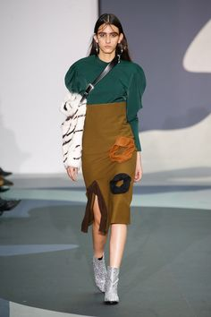 Catwalk photos and all the looks from Toga Autumn/Winter Ready-To-Wear London Fashion Week Look Fashion, New Fashion, Runway Fashion, Fashion Design, Fashion 2016, Prabal Gurung, Fashion Show Collection, Brand Collection, Dress With Boots