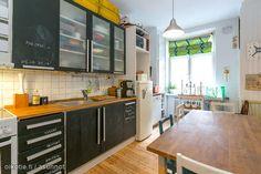 Kitchen cabinet with chalkboard doors / Keittiön kaapistot liitutauluovilla