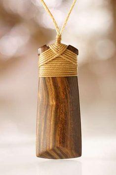 Holzschmuck Toki Symbol Anhänger der Maori aus Neuseeland