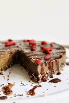 This Rawsome Vegan Life: AVOCADO CHOCOLATE MOUSSE CAKE with GOJI BERRIES