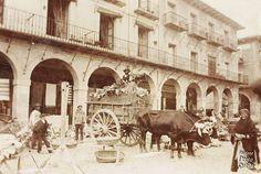 Cortesía de Stefano es esta imagen captada hacia 1894, en la que podemos apreciar el negocio de don Daniel Rodríguez, su almacén de hierros, situado en la plaza Mayor, en los números 26 y 27( De Imágenes para el recuerdo de León)