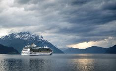 Do you want to book a cruise to Alaska but you're not sure where to start? Check out this post for Alaska cruise tips and the 7 essential things you need to know before you book your trip. Caribbean Honeymoon, Honeymoon Cruise, Cruise Travel, Cruise Port, Cruise Destinations, Amazing Destinations, Alaska Cruise Tips, Kai, Last Minute Cruises