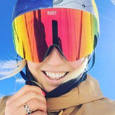 First day of the WINTER! Feels good how do you like my new goggles?! #roxysneakpeak #lovetirol