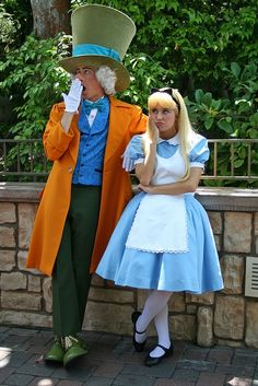 The Mad Hatter and Alice in Wonderland Costumes Disney Cosplay, Disney Costumes, Couple Halloween Costumes, Halloween Kostüm, Halloween Outfits, Alice Costume Ideas, Couple Costume Ideas, Disneyland Costumes, Alice Cosplay