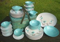 Vintage Melmac Dishes, I just got the large plates, aqua small bowls, aqua platter, floral platter and will be selling in my vintage booth in SE Florida! Vintage Dinnerware, Vintage Kitchenware, Vintage Dishes, Vintage Glassware, Vintage Love, Retro Vintage, Kitsch, Melamine Dinnerware, Tableware