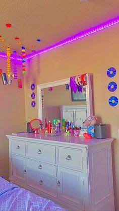 Neon Bedroom, Indie Bedroom, Indie Room Decor, Cute Bedroom Decor, Room Design Bedroom, Teen Room Decor, Aesthetic Room Decor, Room Ideas Bedroom, Chambre Indie