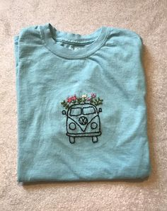 Made to order!  Hand embroidered Gildan T-shirt featuring a Volkswagen bus and flowers. Available in sizes ranging from adult unisex small to XXL and a variety of colors. Material of shirts: 100% cotton  Ships out within 2-5 days after order is placed. Made in and ships out of East Tennessee. Simple Embroidery Designs, Hand Embroidery Art, Embroidery Stitches Tutorial, Embroidery On Clothes, Embroidery Flowers Pattern, Couture Embroidery, Embroidered Clothes, Embroidery On Tshirt, Embroidered Sweatshirts